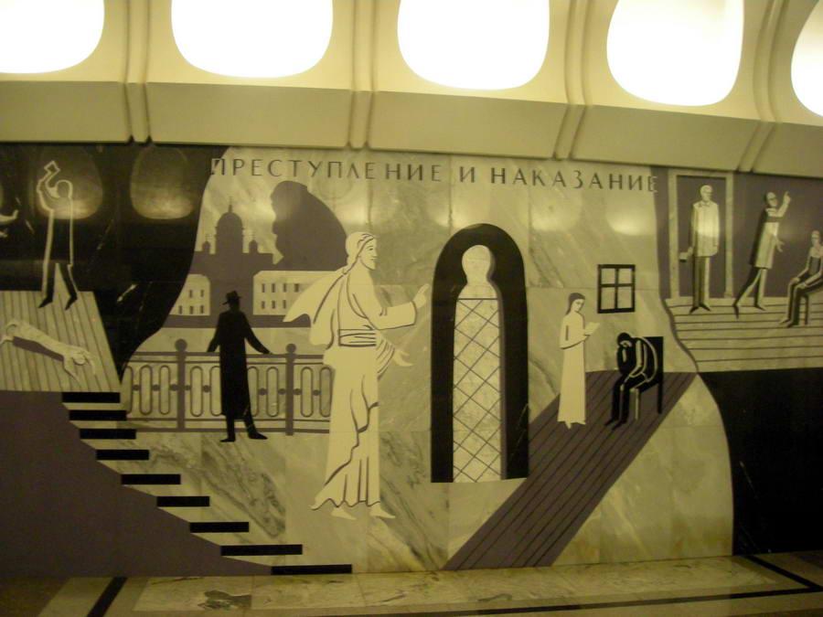 Metro stanica Dostojevskaja na zidovima ima crno-bele mermerne mozaike koji prikazuju scene iz Dostojevskovih romana. Fantastične metro-stanice koje se remek-dela za sebe, Gesamtkunstwerk, kako se lepo kaže: sveobuhvatno umetničko delo. Staneš u svaku i slikaš detaljno