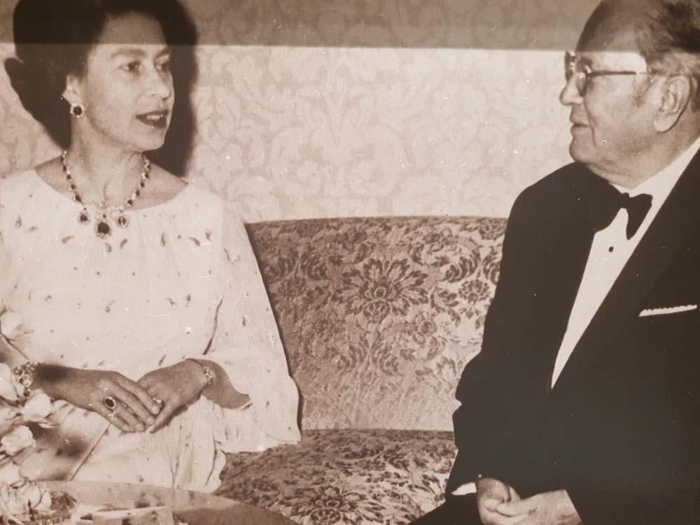 CEO SVET: Tito sa kraljicom Elizabetom II