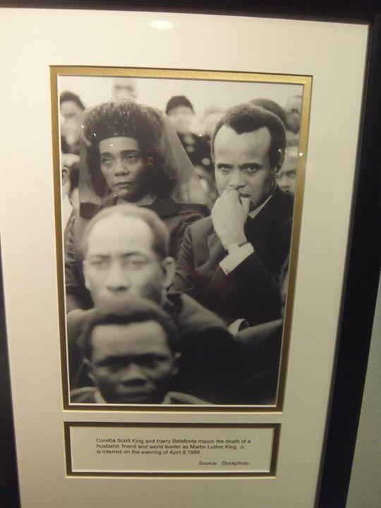 Koreta Sokt King i Hari Belafonte na sahrani MLK
