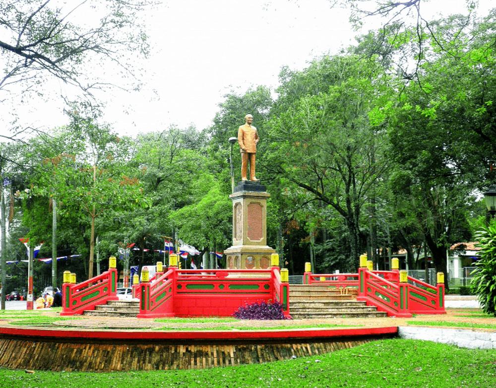 Paragvaj je jedna od retkih zemalja koje priznaju da postoji Republika Kina, tj. Za smrtnike Tajvan, a ne Narodna Republika Kina. Ovo je park posvećen Čang Kaj-Šeku