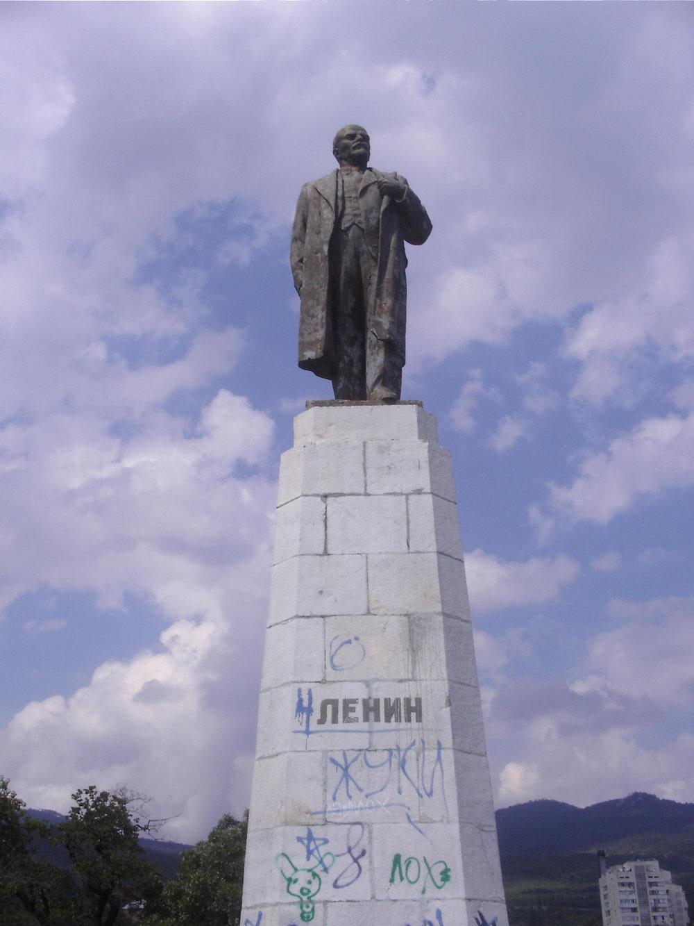 Lenjin još uvek krasi trgove mnogih mesta na Krimu, pa i tatarski gradić Koreiz