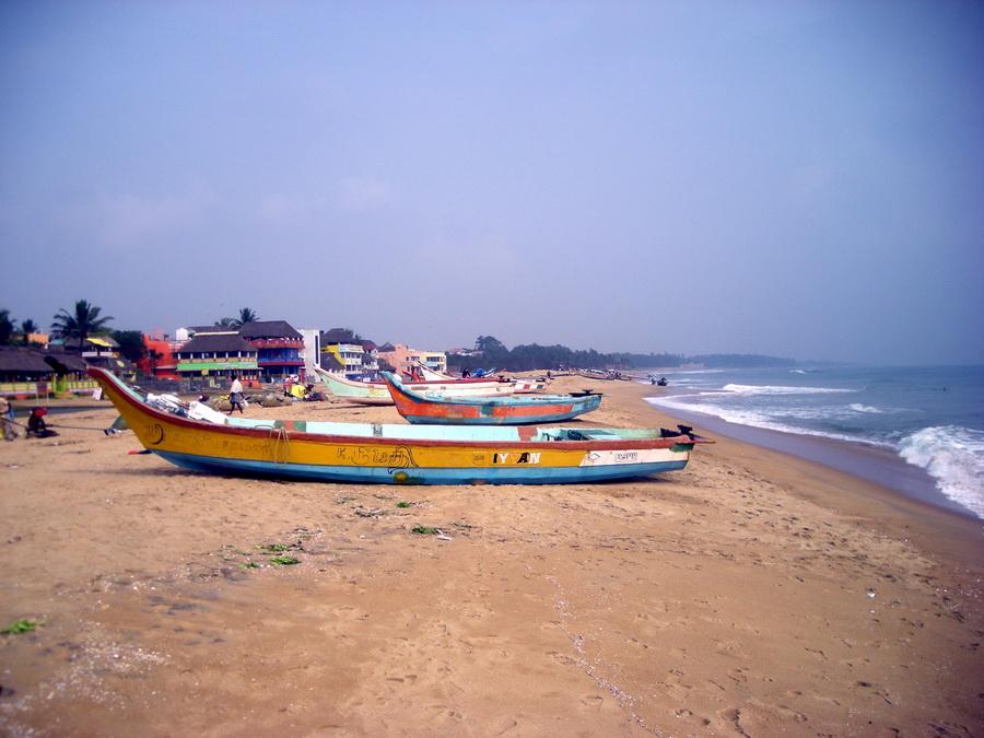 Spokoj Indijskog okeana: ribarski čamci na predivnoj plaži Mahabalipurama. Bez masovnog turizma. Još uvek.