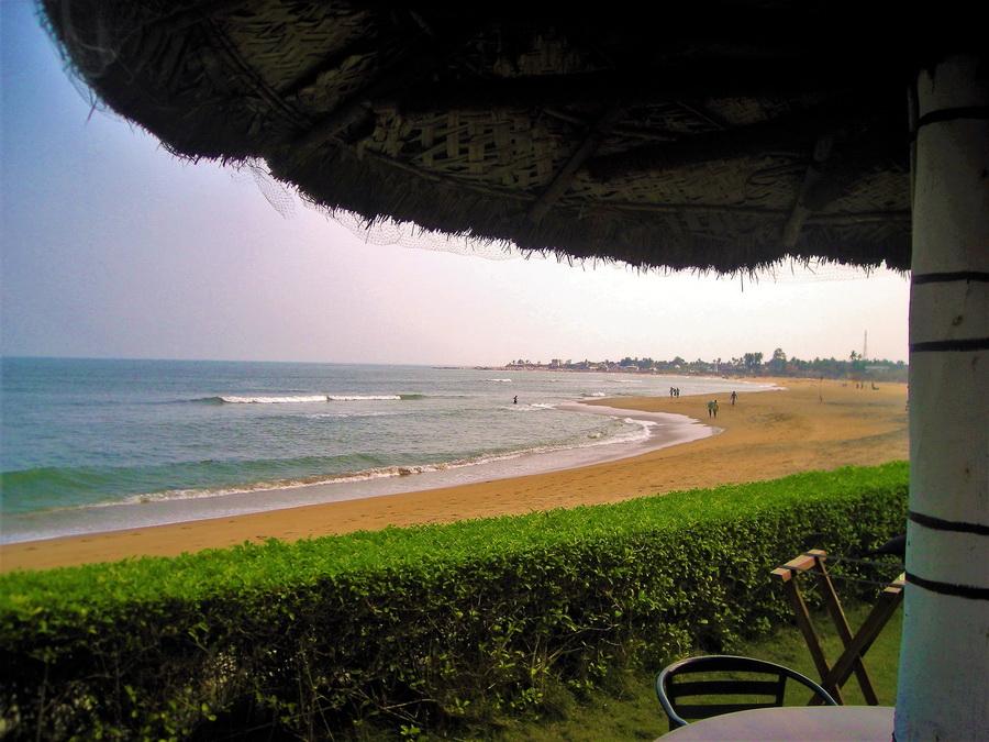 Kovalam ili Kovlong,  pored vibrantnog Madrasa, mesto je elitnog turizma Indije. Rizorti sa 5 zvezdica i cenom sobe koja prevazilazi dve prosečne indijske plate potpuno su zaslužili svoju cenu. Magični zalazak sunca na plaži bez gužve, dok ribari u sumrak love ribu na tradicionalan način. Kao iz spotova Duran Duran iz 1982. Nije čudo što su Britanci vazda bili zaljubljeni u Indiju.