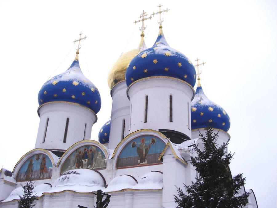 Sergijev posad i pomalo nezemaljska pravoslavna arhitektura koja spaja Nebo i Zemlju. Rubljov je ovde živeo i radio.