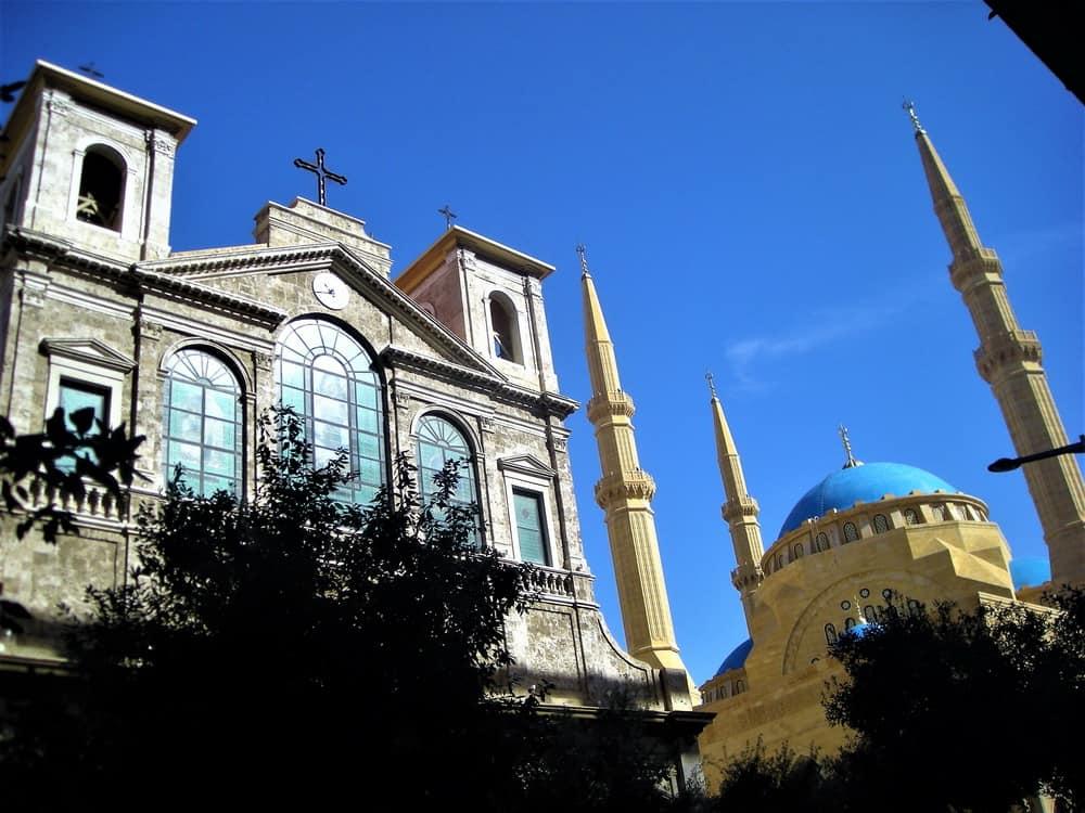"""Crkva i džamija u jednom kadru, omiljeni snimak svih posetilaca Bejruta. Preživele su zajedno i Zelenu liniju, i masakre, i konzumerizam """"Zlatnog doba"""" koji se obnavlja."""