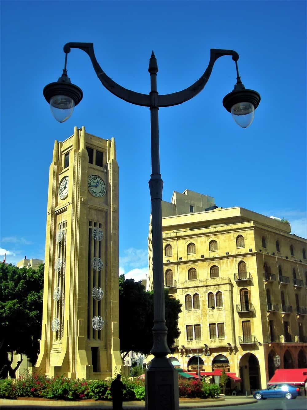 Place de l'Étoile: sat na sahat-kuli je – Rolexov! Dobra reklama, dobar pokazatelj kako se ovde živi. Kako neki ovde žive.