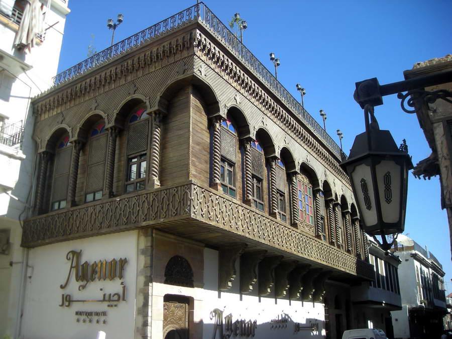 Butik-hoteli i butik-restorani u hrišćanskoj četvrti na Via Recta – hrišćanski kvartovi se prepoznaju po širim ulicama