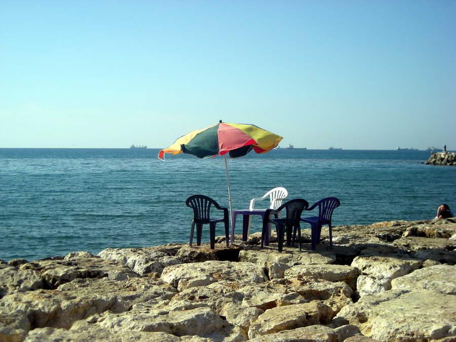 Kafić ili mesto za otpadanje? Svakako mesto sa pogledom. Tartus.