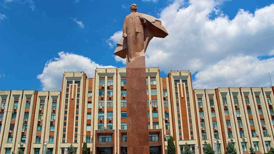 DOM SOVJETA: Spomenik Lenjinu u centru Tiraspolja