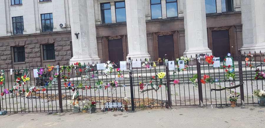 BEZ ZVANIČNOG OBELEŽJA: Dom sindikata, poprište masakra iz 2014.