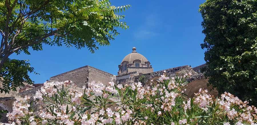 Leto na Iskiji: Detalj sa Aragonske tvrđave
