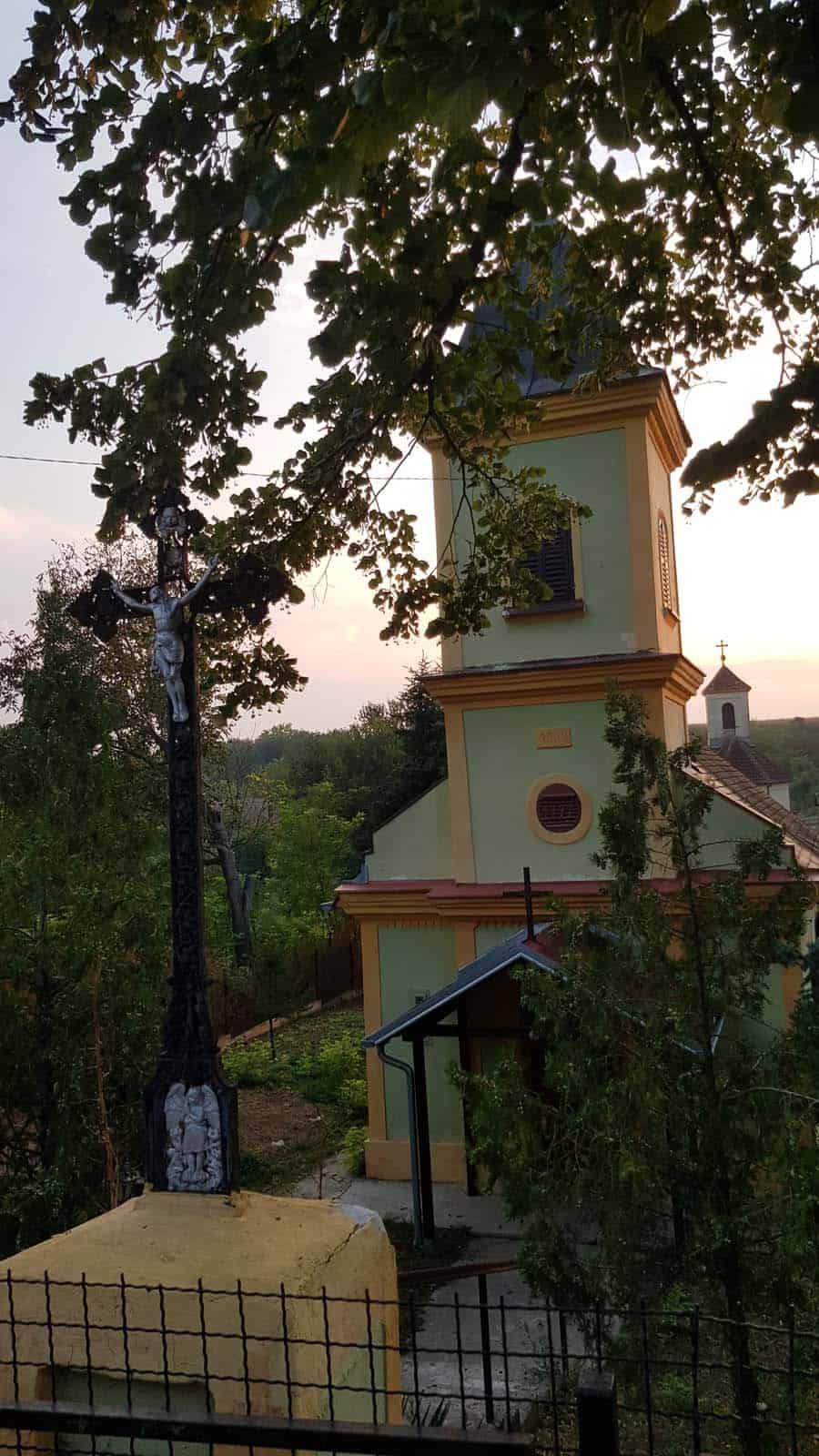 Leđa u leđa: Katolička i pravoslavna crkva u Šatrincima