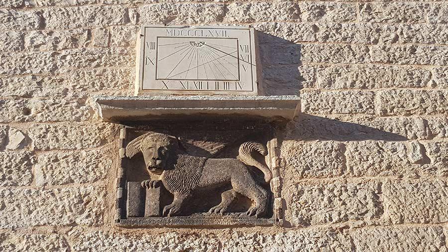 Grad Bale u Istri: Venecijanski lavovi Sv. Marka koji liče na ovce i pse