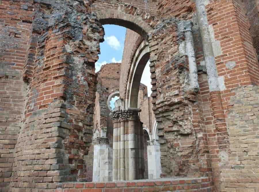 Arača, bazilika iz 13. veka u srcu banatske ravnice