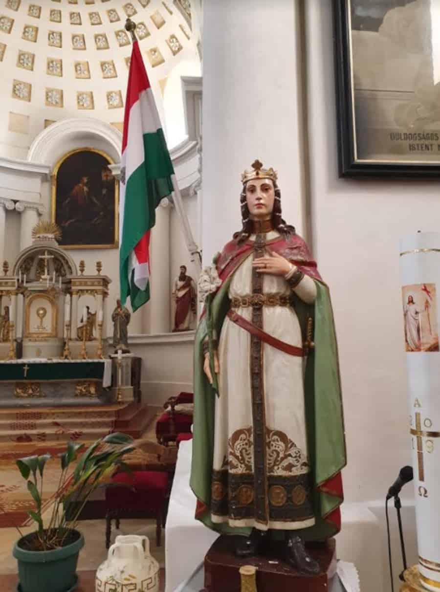 Zadužbina braće Karačonji: Unutrašnjost katoličke crkve u Novom Miloševu