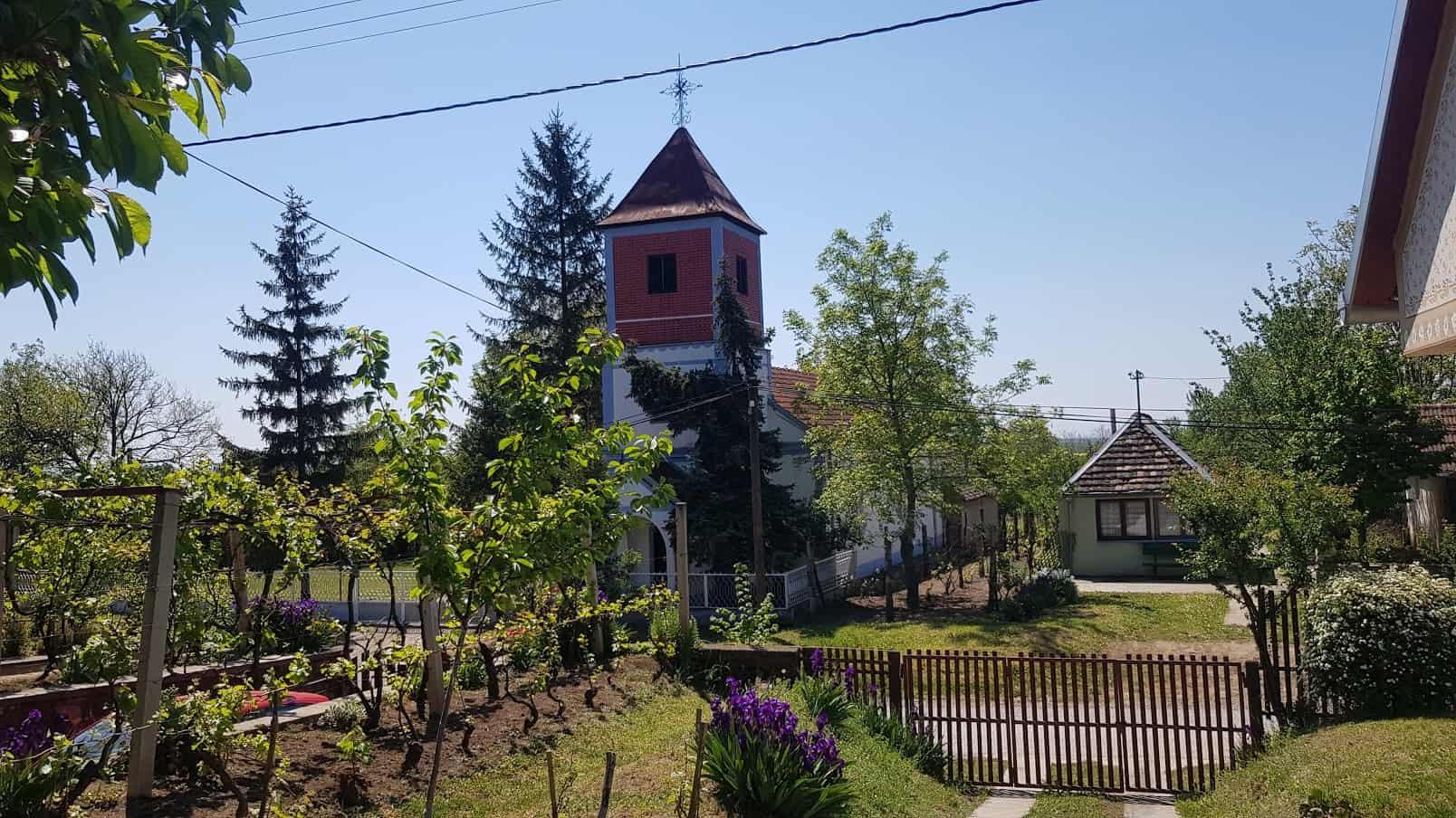 Oaza: Pogled iz Etno-kuće na Evangeličku crkvu u Starom Slankamenu