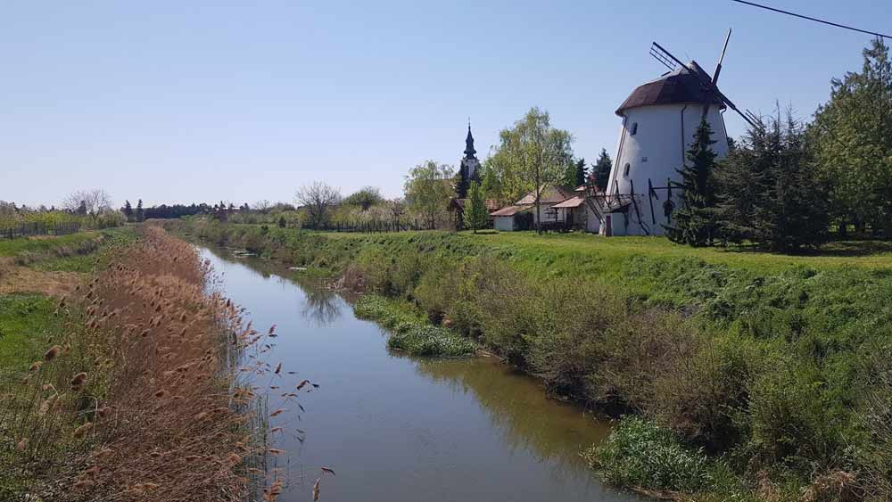 SAVRŠENI SVET: Jegrička, vetrenjača i crkva u Ravnom selu