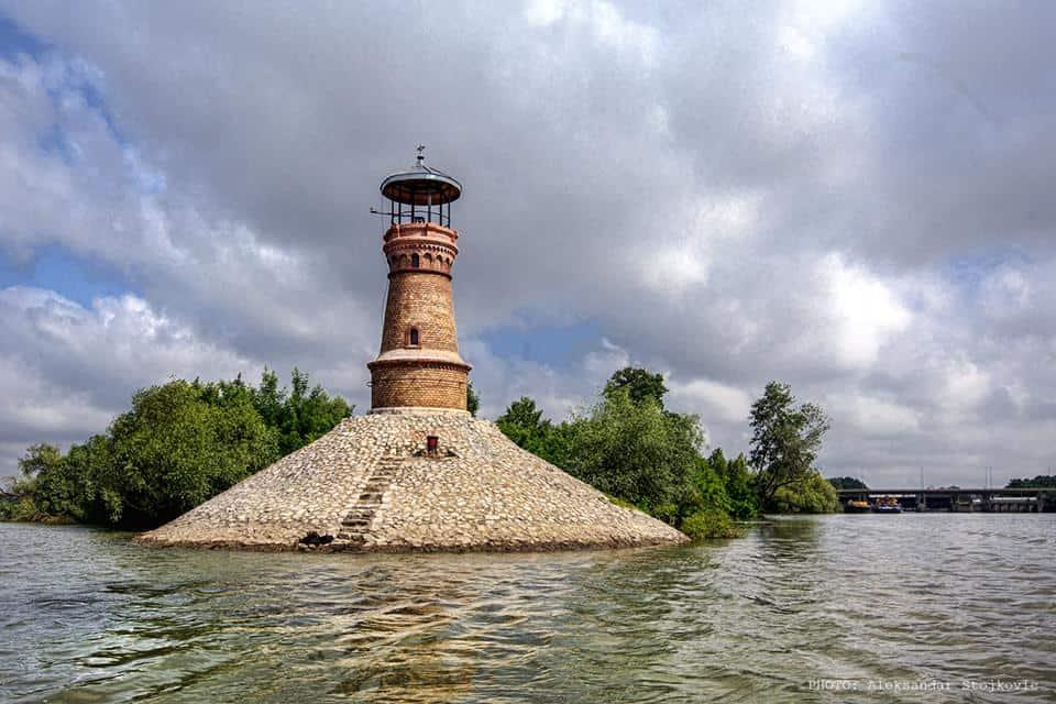 JEDINI PAR NA CELOM TOKU: Jedan od dva svetionika na ušću Tamiša u Dunav