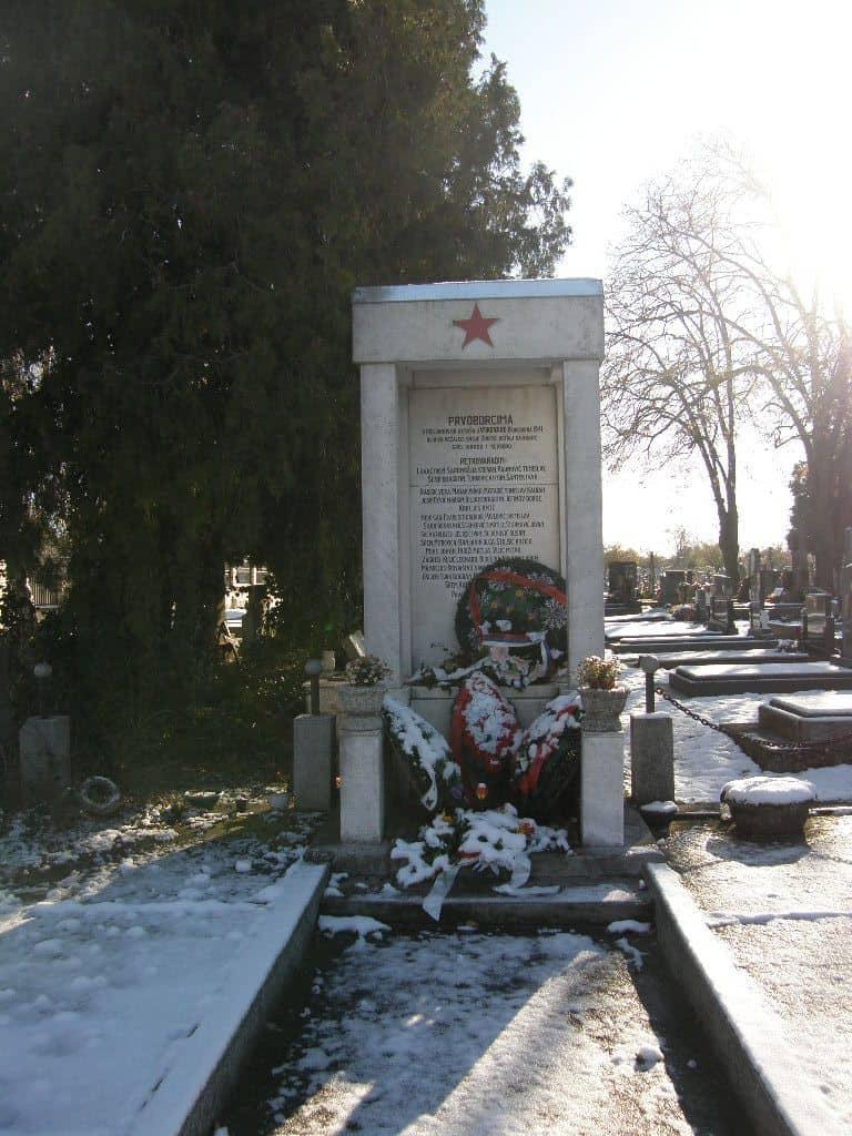 Spomenik partizanima streljanim u Vukovaru 1941.