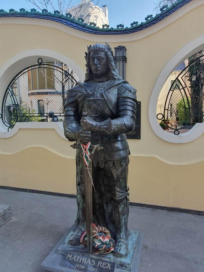 """Ispred picerije """"Boss"""": Spomenik Matiji Korvinu"""