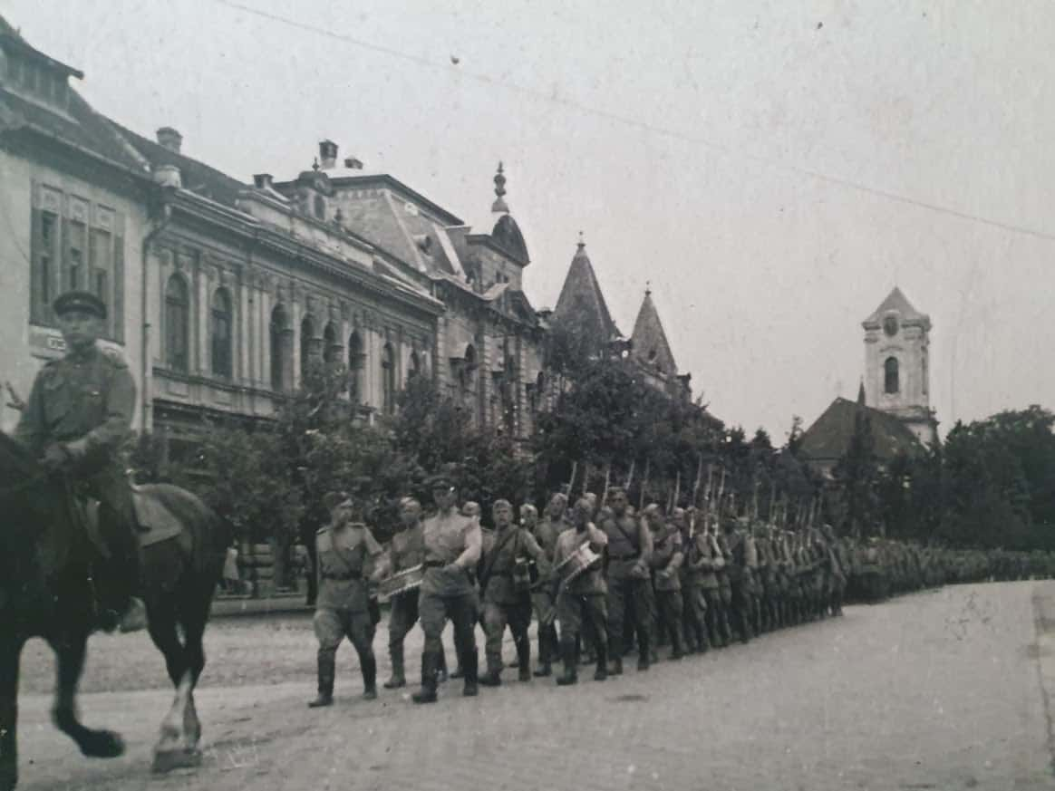 Bogata kolekcija fotografija iz Drugog svetskog rata: Nemački načelnik Velike Kikinde iz 1941. Anton Distl i Ulazak Crvene armije u grad