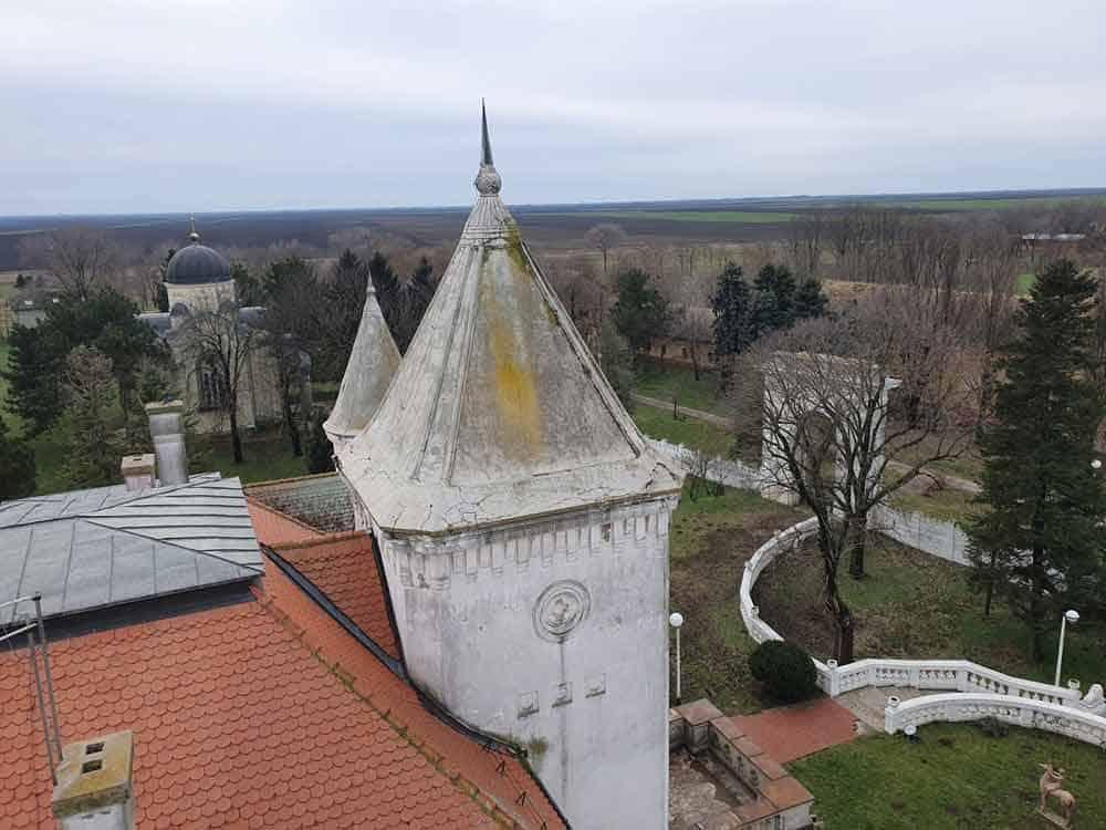 Imanje Bogdana Dunđerskog: Pogled sa kule Dvorca Fantast