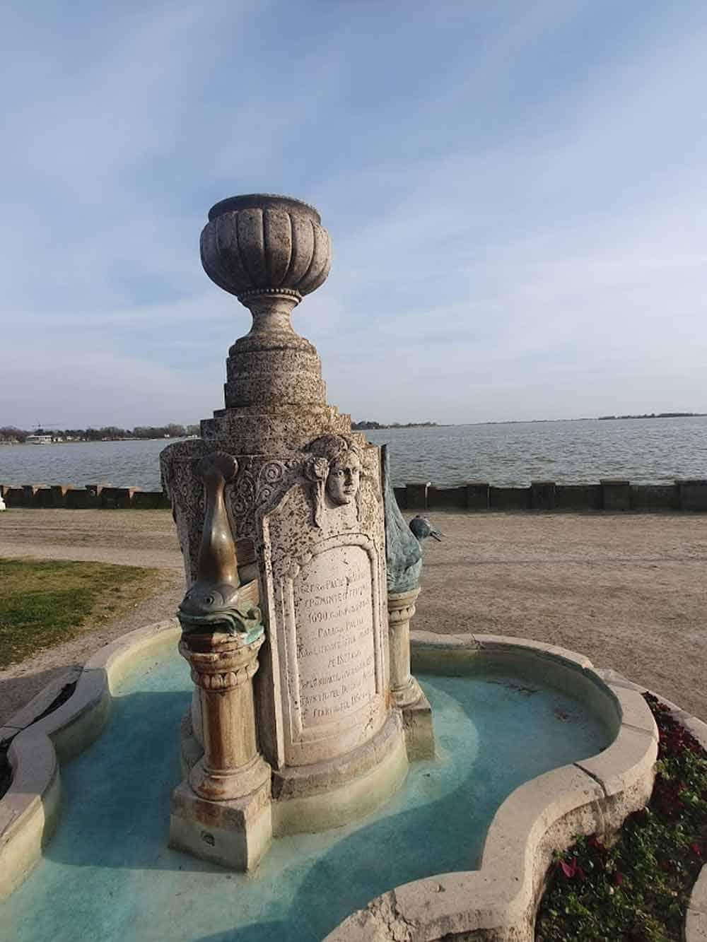 SIMBOLI PALIĆA: Fontana na obali jezera i Vodotoranj