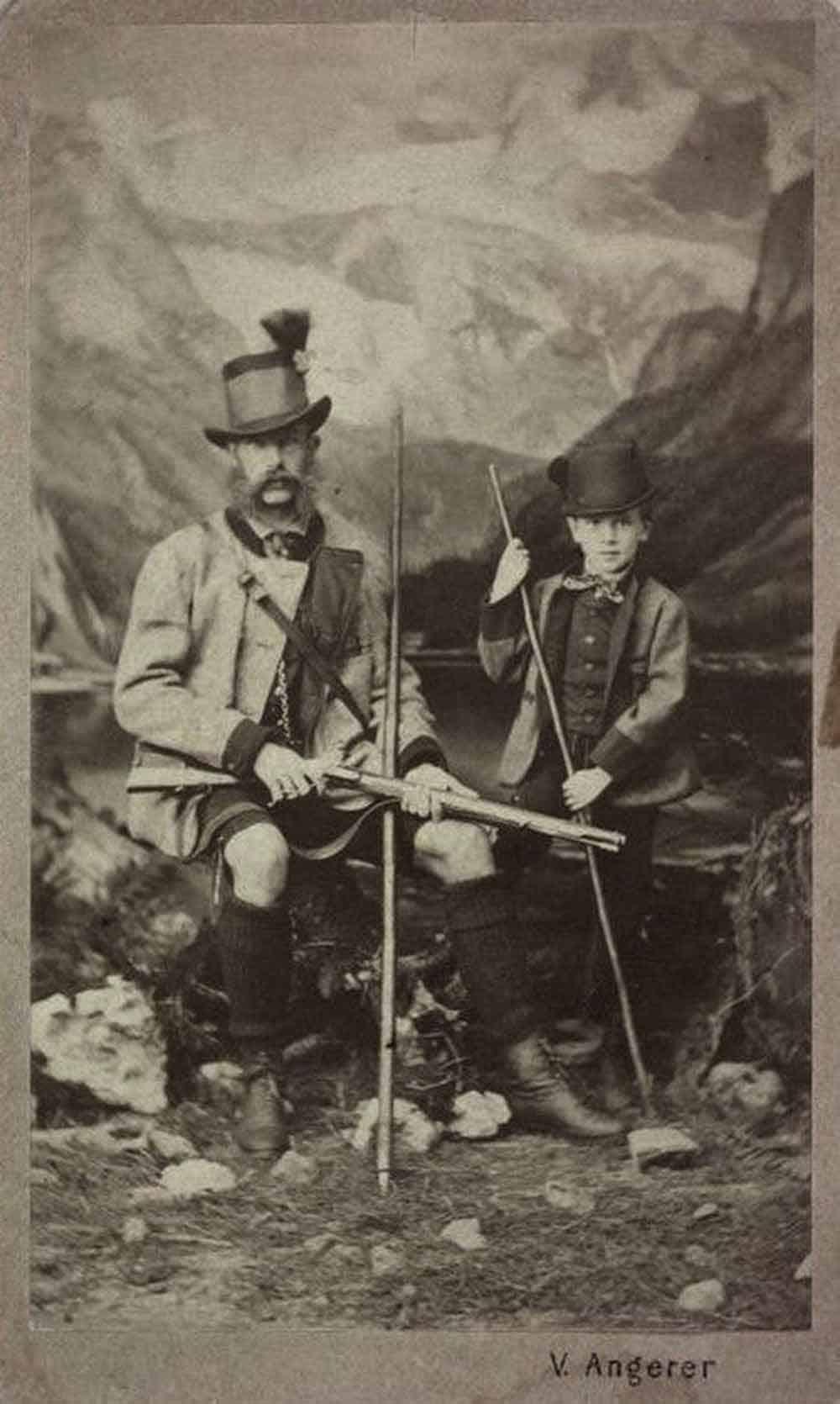 HOBI: Car Franja Josip sa malim princom Rudolfom u lovu