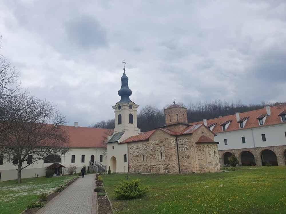 SKLADAN SPOJ TRADICIJE I MODERNOG: Manastir Mesić