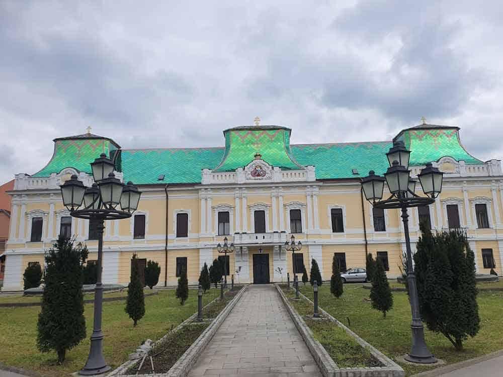 NOVI KROV: Vladičanski dvor