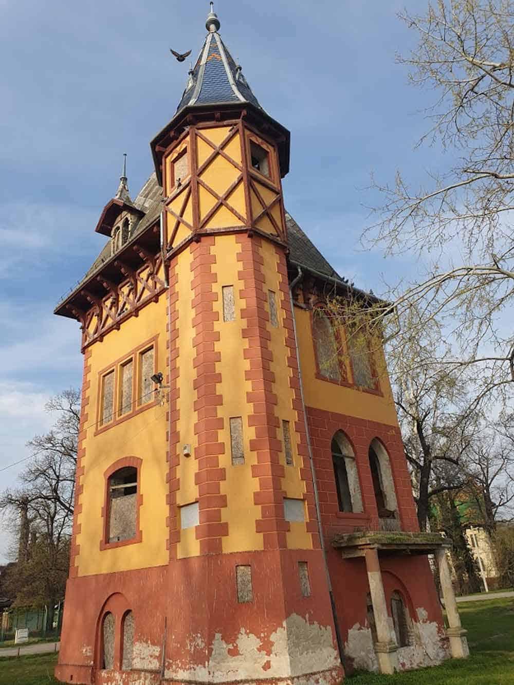 ČEKA SANACIJU: Sovina Kula