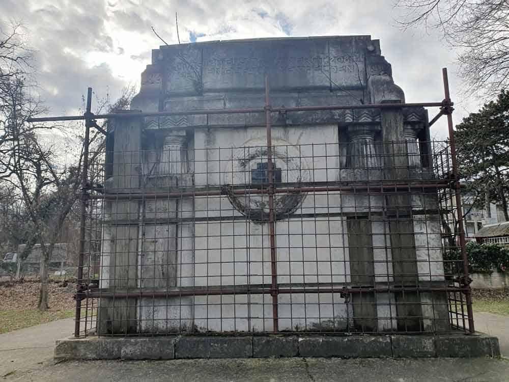 BAŠTINA BEZ ZAŠTITE: Spomenik srpskim i nemačkim vojnicima - između dva rata i danas