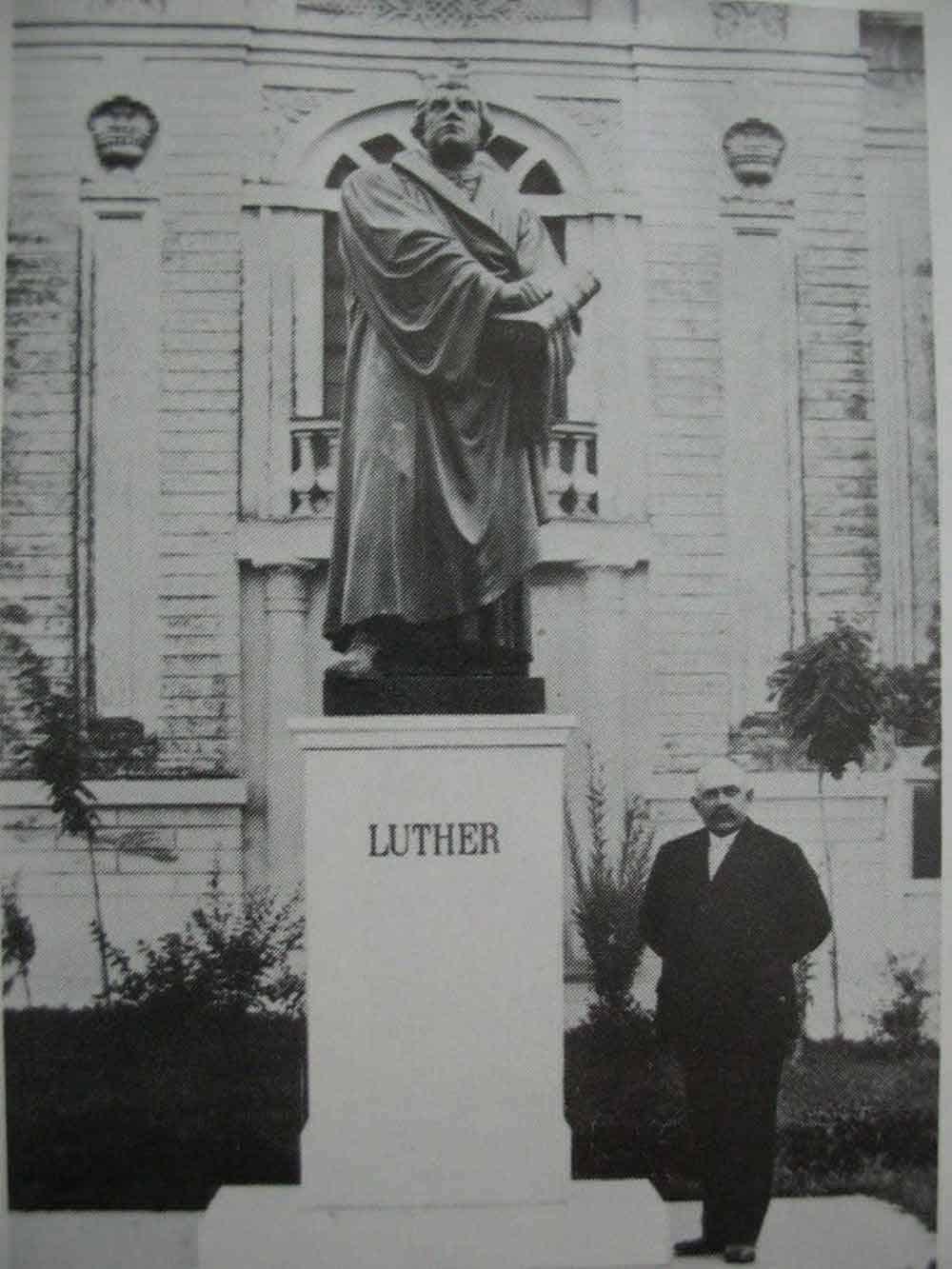 VRBAS TRIDESETIH GODINA 20. VEKA: Spomenik Martinu Luteru
