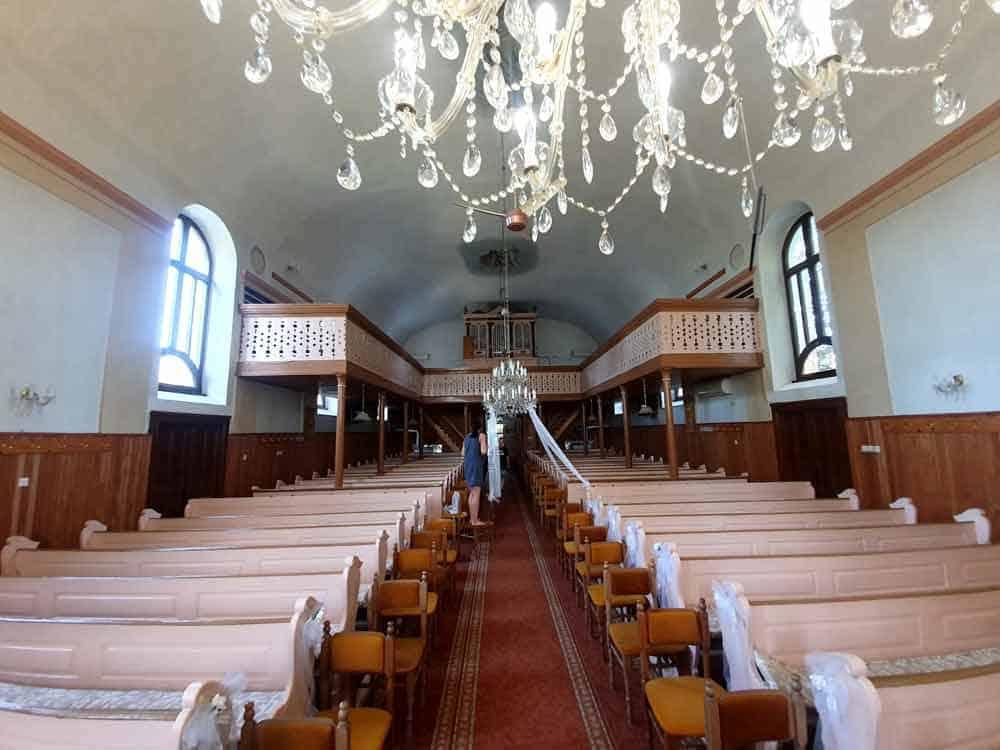 PRIPREMA ZA SVADBU: Unutrašnjost Evangelističkog hrama u Kisaču
