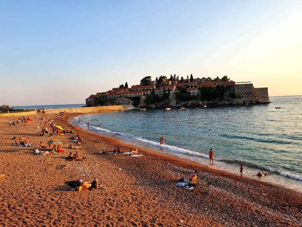 OD KAVIJARA DO PARADAJZA: Plaža Svetog Stefana, Kraljeva i Kraljičina plaža