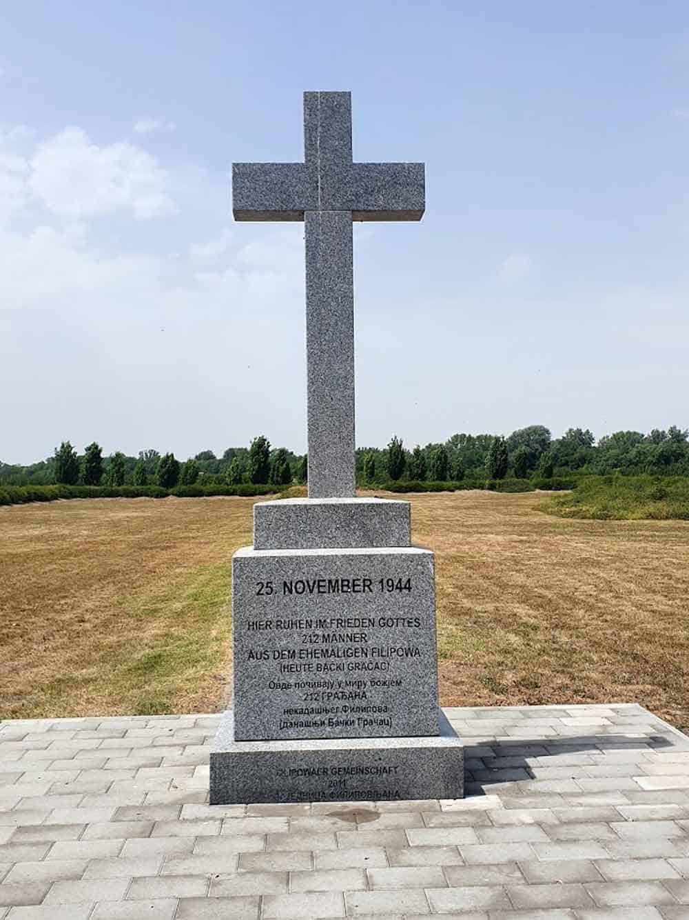 ZLOČIN IZ RATA Krst u sećanje na streljane nemačke civile 25. novembra 1944.