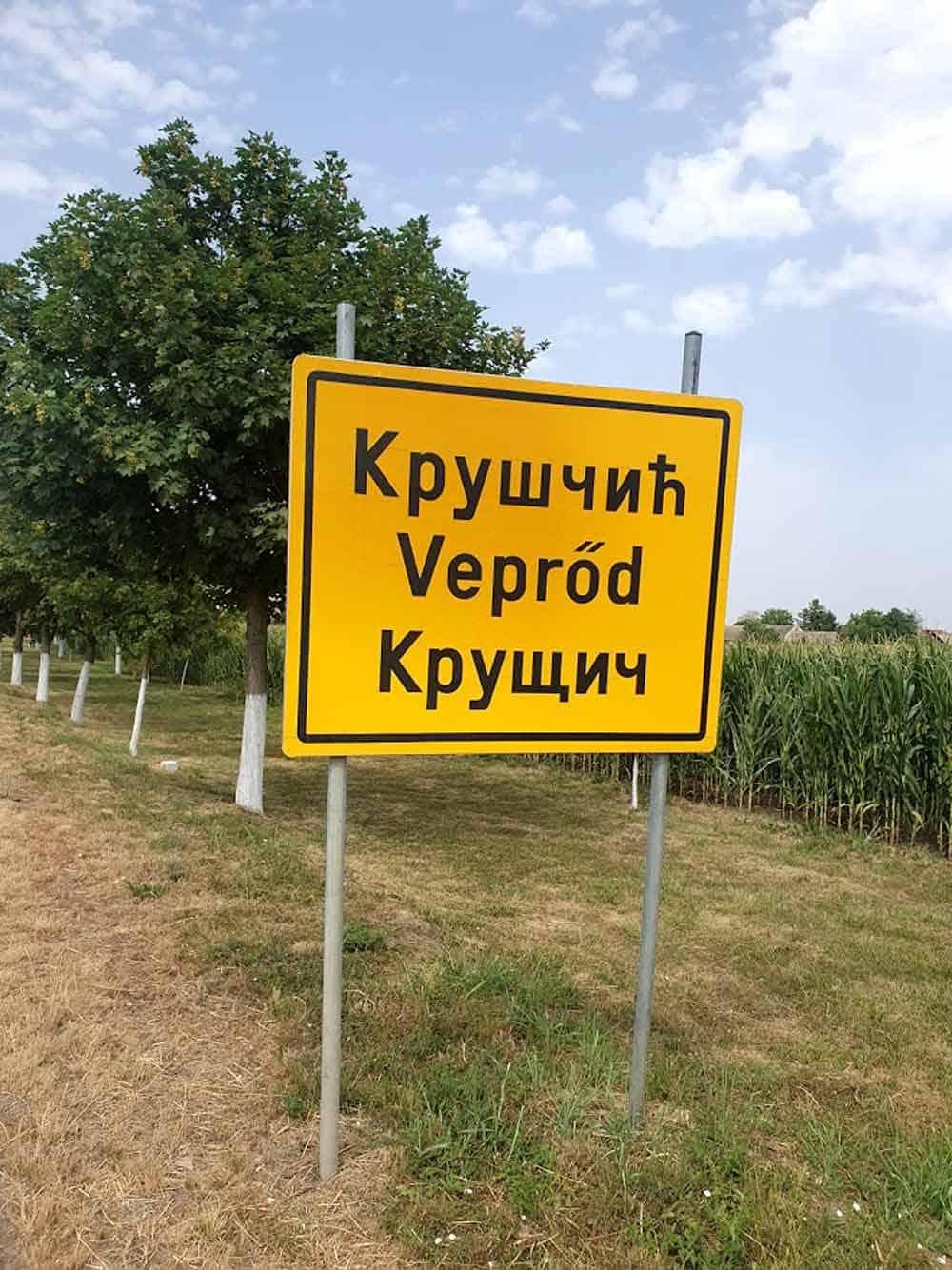 MULTIKULTURANOST: Tabla na ulazu u Kruščić