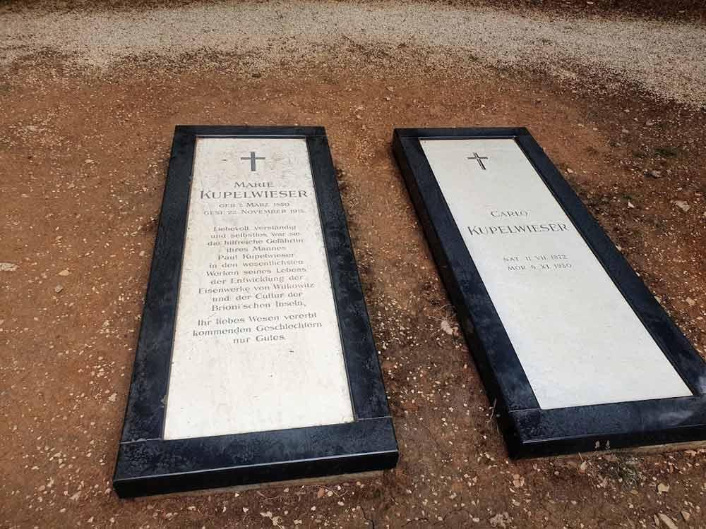AULOV GROB JE OSTAO U BEČU: Grobovi Kupelvizerove žene i sina