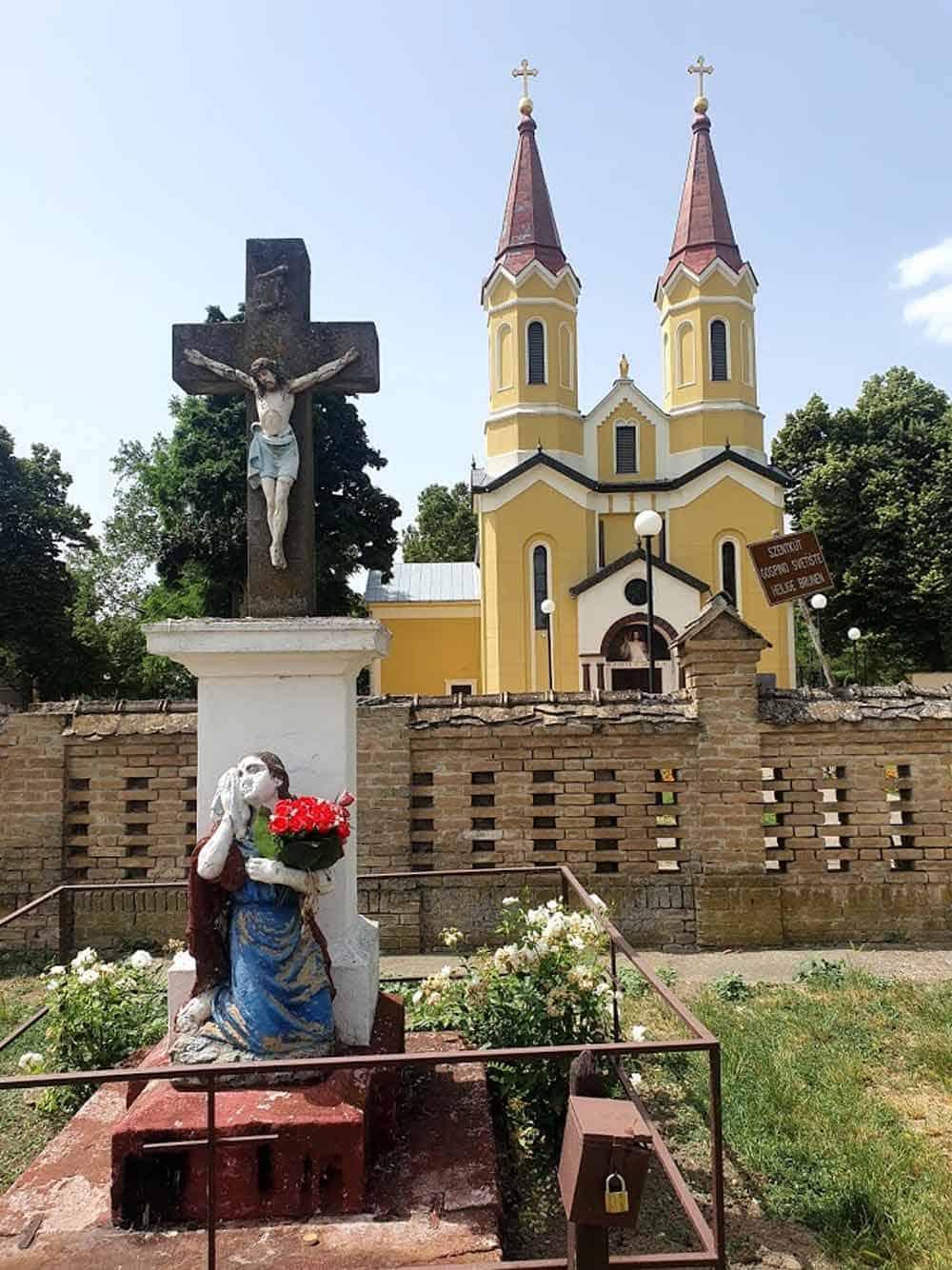 """""""SVETI IZVOR"""": Bogorodičino svetilište na ulazu u Doroslovo"""