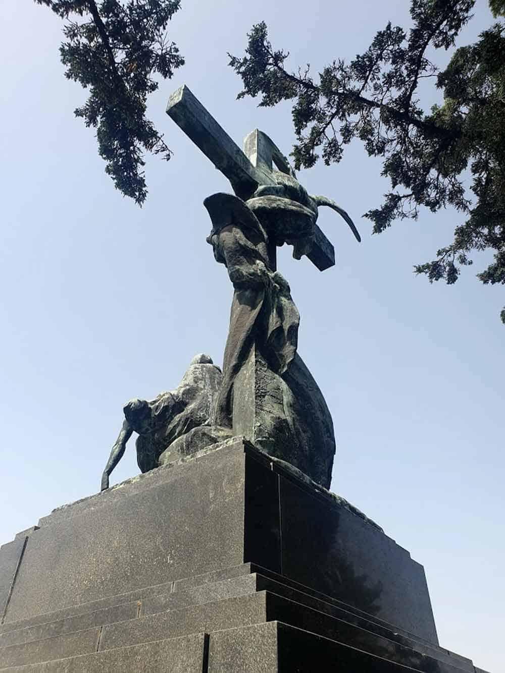 MONUMENTALNO: Mauzolej porodice Špajzer u Apatinu