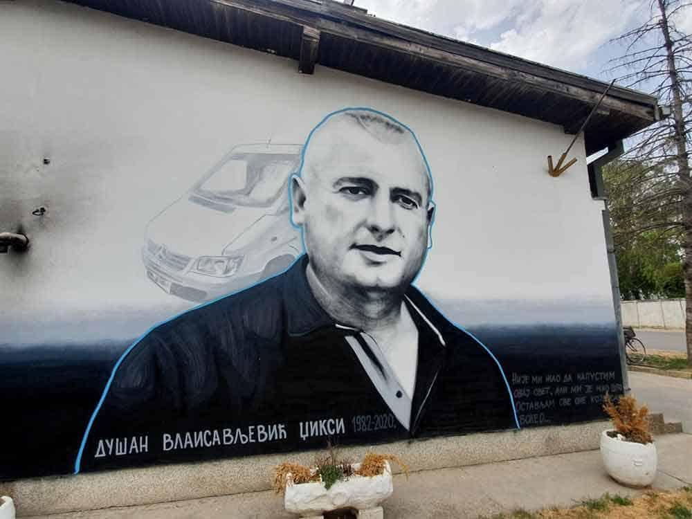 ČEKA SE TRUMAN KAPOTE: Mural u centru Bačkog Brestovca svedoči o svirepom ubistvu