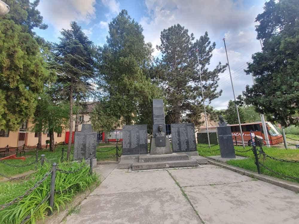CENTAR SELA: Spomenici dobrovoljcima u Prvom svetskom ratu, partizanima i meštanima stradalim u fašističkom teroru