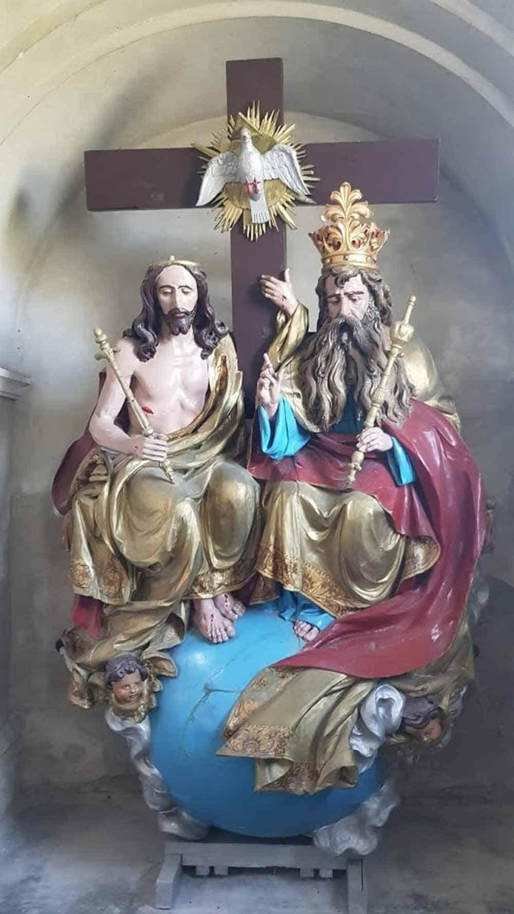 SKLONJENO U MUZEJ PODUNAVSKIH NEMACA: Sveto Trojstvo koje je iz crkve u Prigrevici spasao Boris Mašić