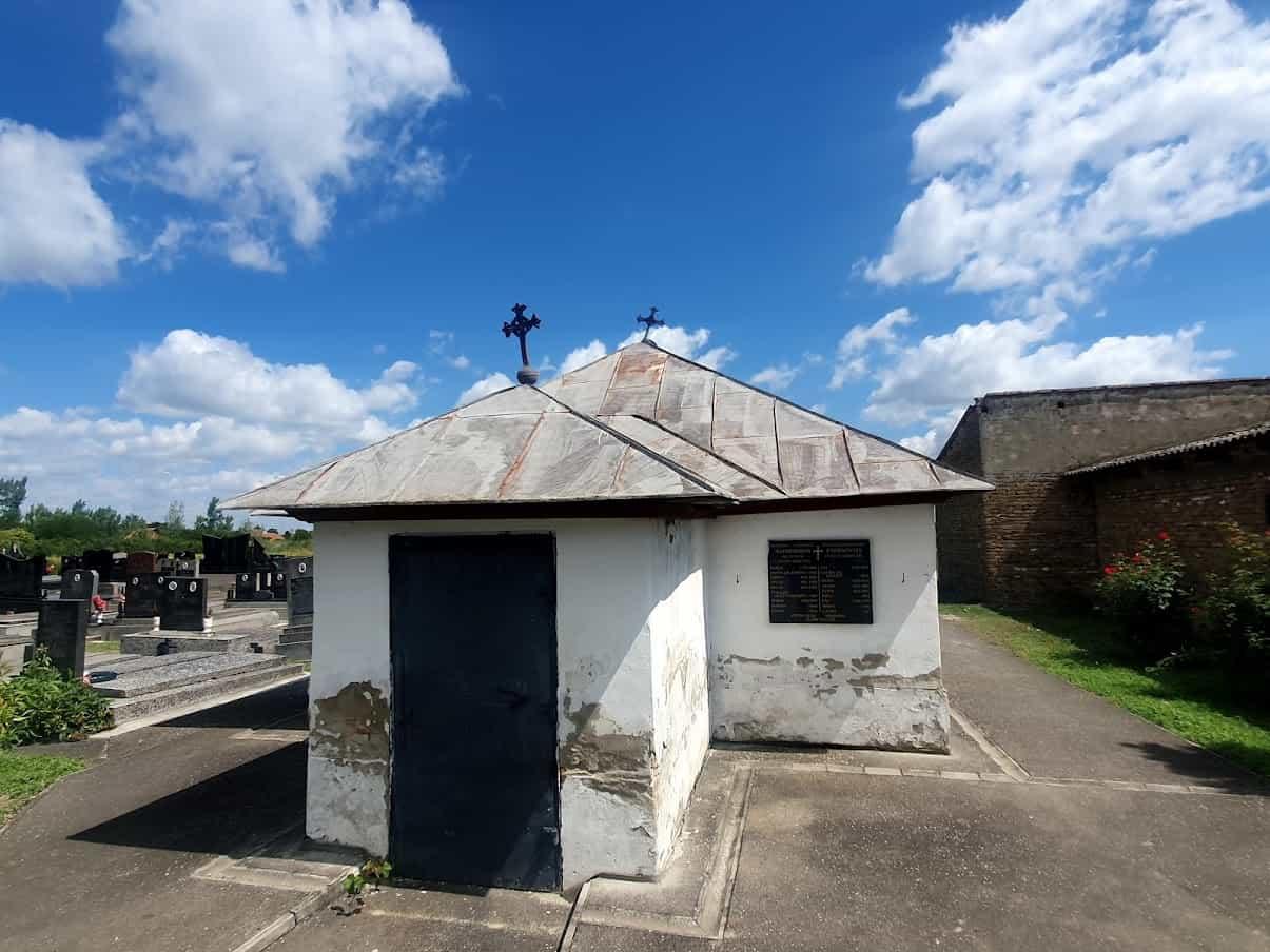 VIŠE PUTA PLJAČKANA: Grobnica Čarnojevića u Ruskom Selu