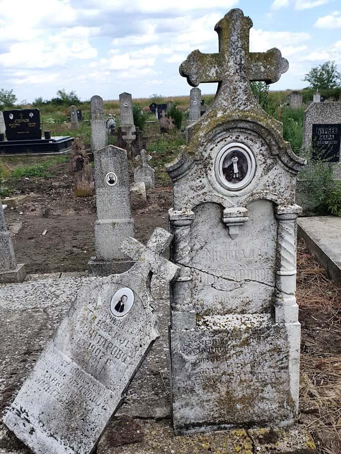 LEGENDA O VAMPIRU MILOŠU: Detalj sa groblja u Radojevu