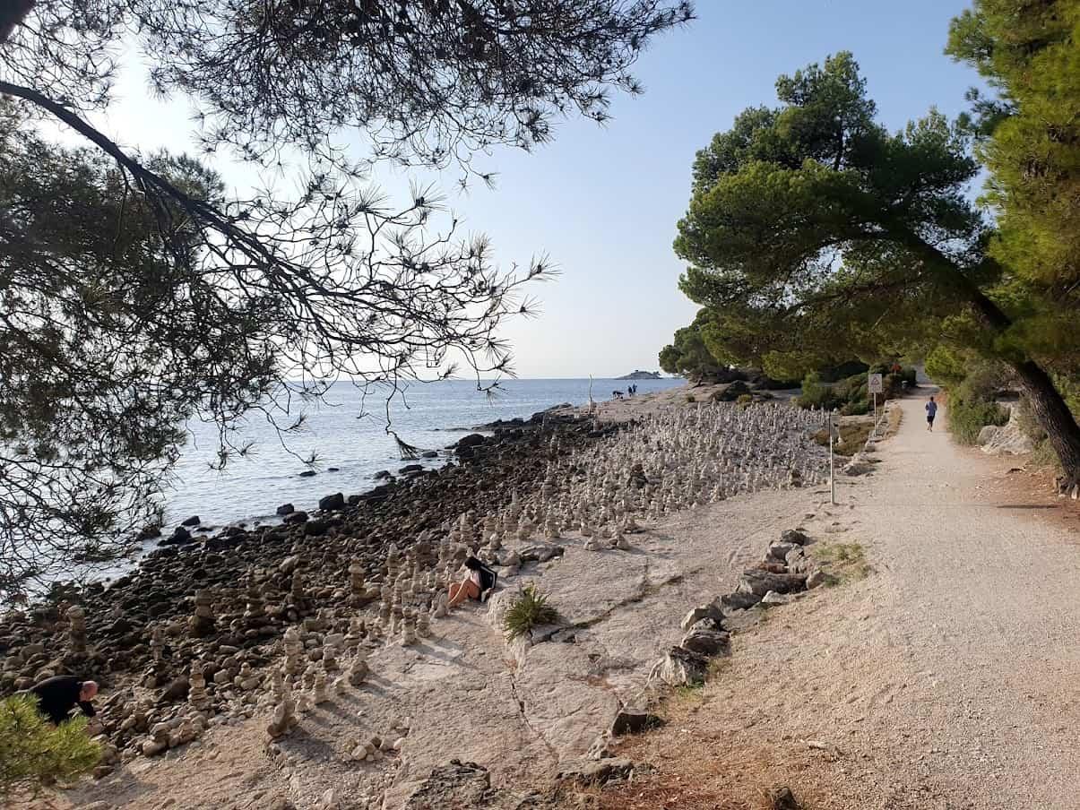 Obala bez vandala: Kule od kamenja koje stoje tu godinama