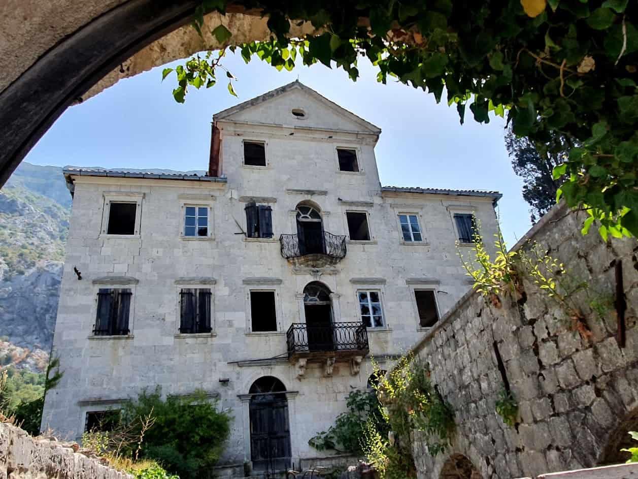 ČEKA SE ACO: Palata Ivanović u kojoj je 1833. odseo Njegoš