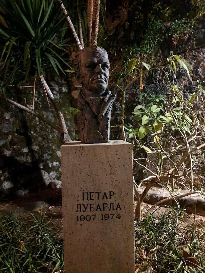 Herceg Novi, Stari grad: Spomenik Petru Lubardi