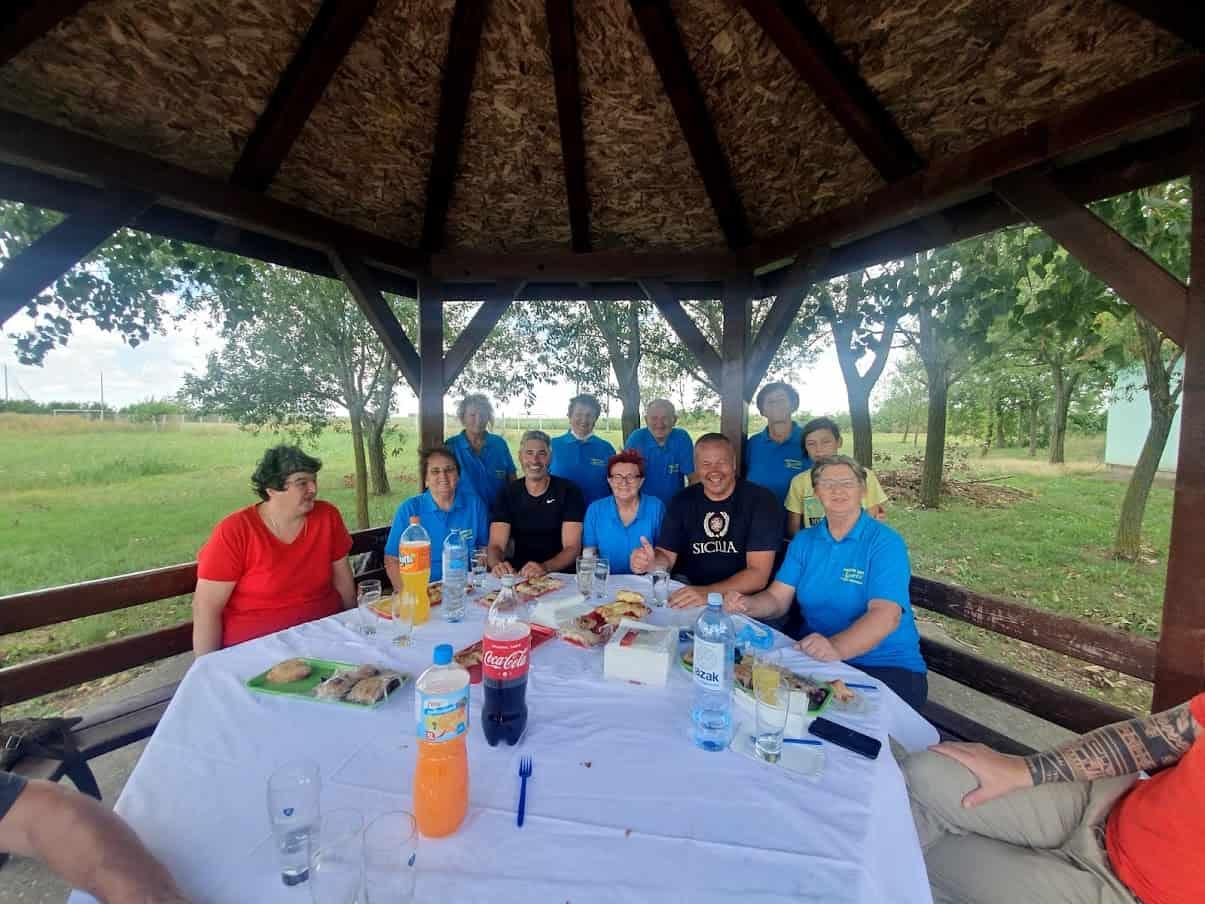 """GOSTOPRIMSTVO: Predah uz pite sa članicama i članovima udruženja """"Narcis"""" iz Novih Kozaraca"""