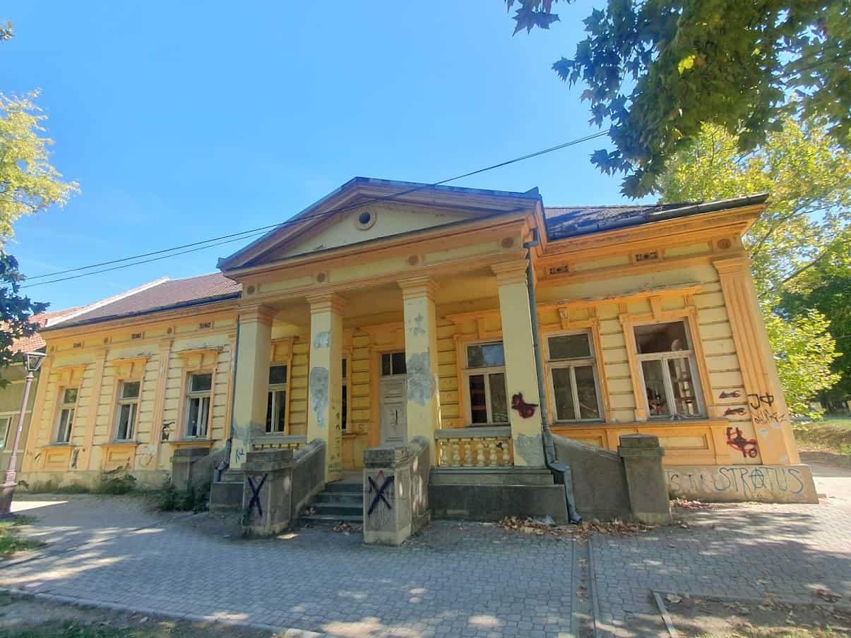 Izdata na 99 godina: Zapuštena bivša zgrada ambulante u centru Omoljice
